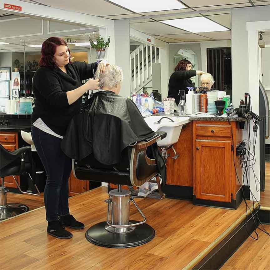 Roc's Unisex Salon - Brooke Woman's Cut